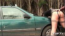 bonne cochonne sodomisee sur le capot de la voiture avec papy voyeur