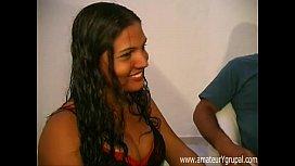 Filme grátis de tesuda Morena trepando na suruba brasileira