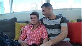 agrio-gay-pisokollito