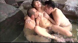 素人の拘束温泉潮吹き熟女動画
