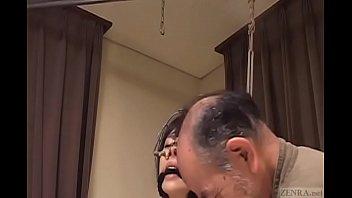 素人 SM スレンダー 調教・奴隷  身動きできないまま尻をおじいちゃんにスパンキングされ感じているもよう XVIDEOから削除される前に見てね!!