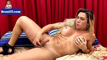 Amanda Melo se masturbando completamente nua