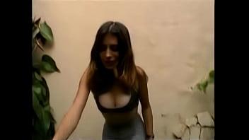 Dos colombianas analizadas por un gringo