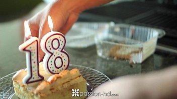 Adolescenta face 18 ani si primeste un cadou special
