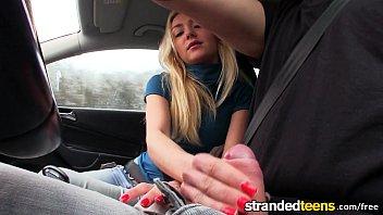 Ερασιτεχνικό γαμήσι μέσα στο αυτοκίνητο