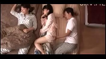 美少女 義父が妹の隣で姉と近親相姦SEX  日本人動画の画像