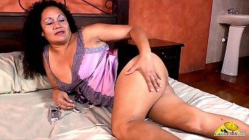 Bucetona gostosa da brasileira coroa louca por sexo