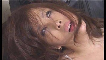 【レズの潮ふき・オナニー動画】(レズビアンビアン)椅子に縛られた女性に極太玩具生入れで白目向いて痙攣SMレズビアンムービー