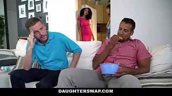 DaughterSwaps - Подросток Трахает Пожилых Папа