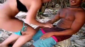Videos Amateurs Branquinha sem pudor na praia gozando no pau preto