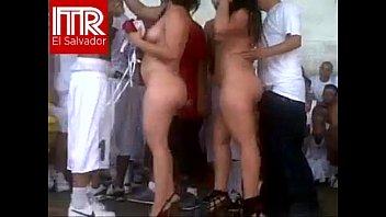 Mujeres desnudas en fiesta porno en carcel de el salvador