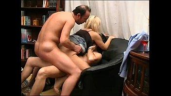 Threesome me!!