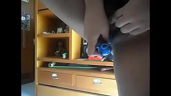 Chica se masturba con un lapicero