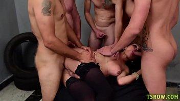Sheylla Wandergirlt transex fazendo suruba com vários machos