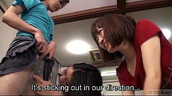 【変態ギャル動画】男にブラジャーや女性服を着させ遊ぶ2人の変態ギャル