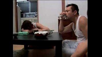 เย็ดเมียเพื่อนมอมเหล้าเพื่อนจนเมาแล้วจับเมียมันเย็ดเมียเพื่อนโครตร่านเลย- 7 Min
