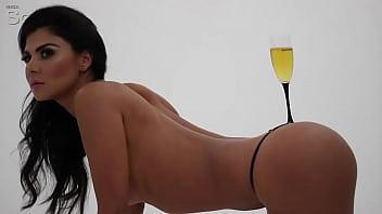 Claudia abusada topless
