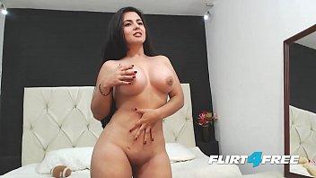 Modelo Gostosona no strip-tease nua mostrando a rachada