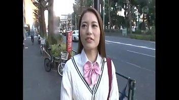 制服で巨乳おっぱいのJKギャルのナンパフェラチオ手コキプレイエロ動画!【JKギャルの動画】
