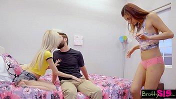 Тетки лесбиянки лижут попки смотреть порно