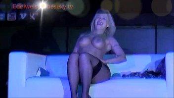 Actrita De Filme Porno Romanca Face Streaptees Intr Un Club Din Italia