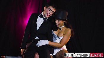 人形を使ったマジックをするエッチな女性魔術師と人形と入れ替わった男性のセックス