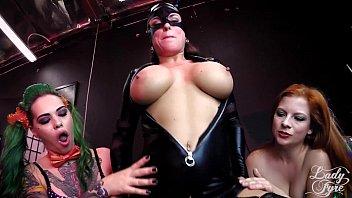 悪役美女達に捕らわれやられまくるバットマン