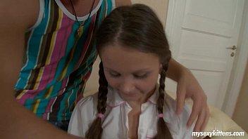 Лиза с косичками подросток получает жопа выебанная и cummed