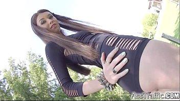 Anal nena en short negro nalgona cogiendo por e...