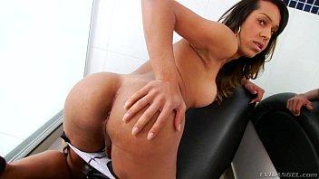 Brenda Castro sensualizando e se masturbando