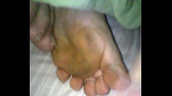 Mi mujer y mi lechita en los pies mientras duer...