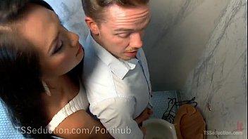 Jessica Fox ativa comendo o cu do macho