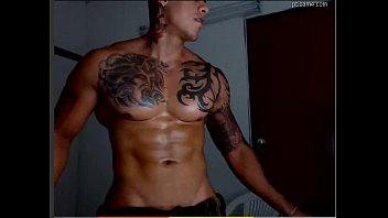 Tatuado se exibindo
