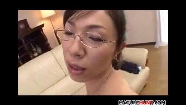 【フェラチオ熟女動画】50代のチンポ大好きなメガネ巨乳おばさんが熟練のテクでおしゃぶりしザーメンを搾り取る!
