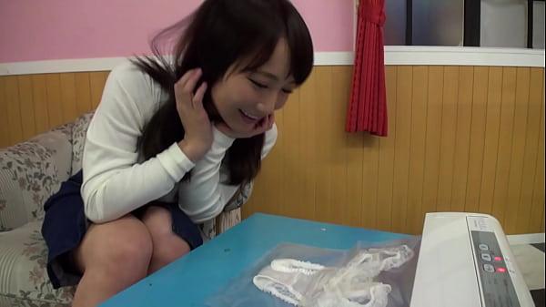 【倉多まお】清楚系のAV女優が愛液がついたショーツをプレゼント