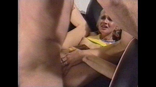 Бабушка писает стоя порно видео фото 582-932