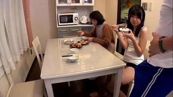 [手機A片]  受不了了,管她家裡還有人在,先到廚房幹一砲-免費A片