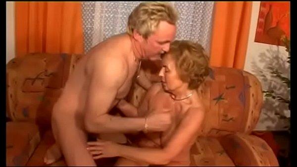 Blonda Buna Se Lasa Fututa De Un Mos De 50 Ani