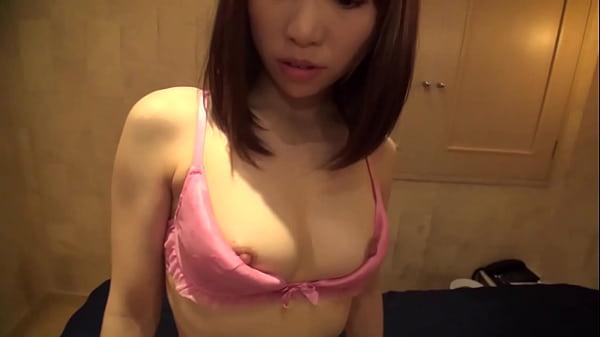 ピンクの下着が可愛いスレンダーな娘はチンコを舐めバックでせがむ