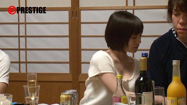居酒屋で電気アンマで遊んだらガマンできなくなってそのまま本番(鈴村あいり)