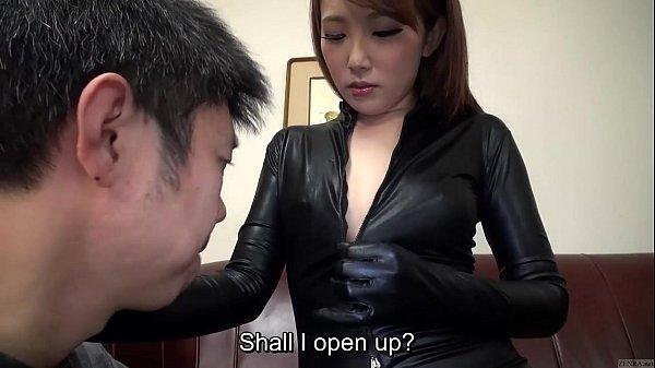【痴女】ラバースーツ姿の水嶋あいがお尻とおっぱいでМ男を誘惑