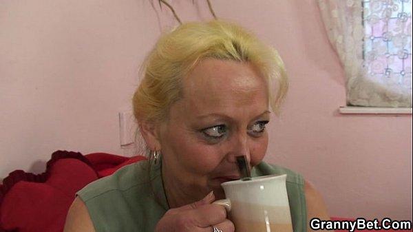 Raunchy blonde slut Nikky spreads her orgasmic pussy underwater № 502756  скачать