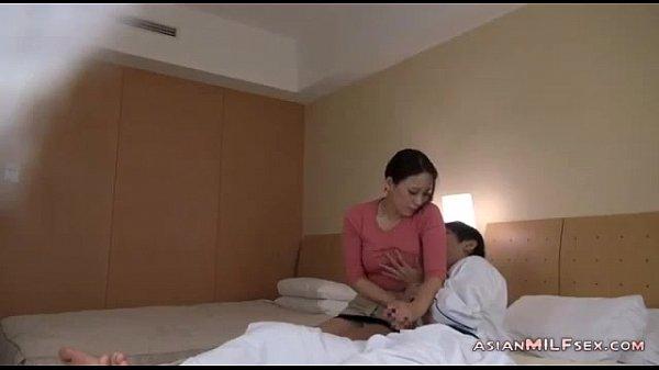 【個人撮影】出張先で呼んだ人妻マッサージ師を押し倒して…-AVマガジン-