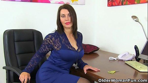 British milf Raven gets creamy for her dildo