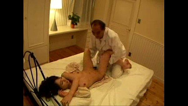 結構なおっさんが大沢佑香に半ば強制的にSEXをしてるような映像
