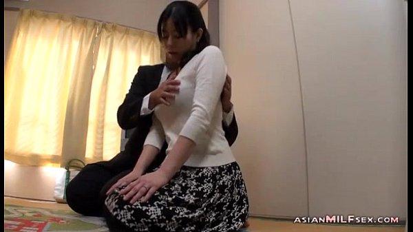 【隠し撮り風】美人熟女がセールス男に子供部屋で最後までヤラれてしまう!xvideos