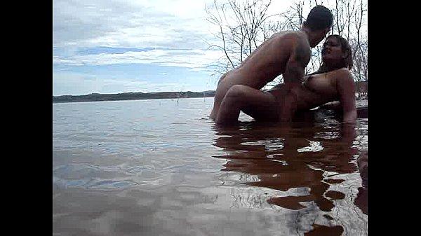 Paulinha e galo na barragem de curimatá