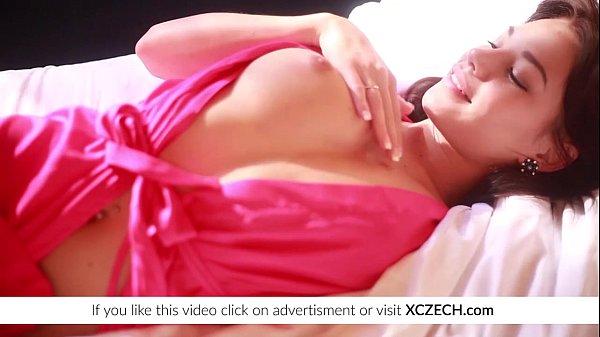 Cel Mai Perfect Mod De A Se Masturba E Cu Camera Aprinsa