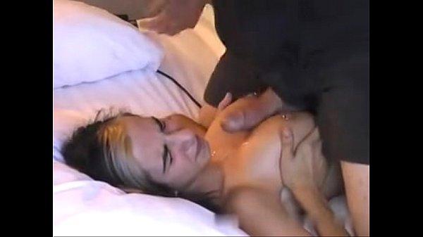 巨乳のスレンダーな子フェラから本番へ最後は胸に挟んでフィニッシュ