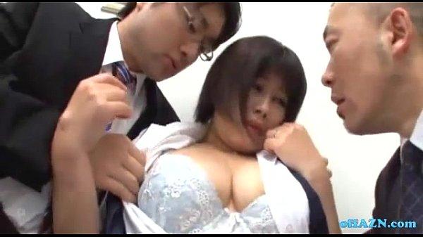 巨乳の制服OLを上司がふたりがかりで揉んでイジメまくる